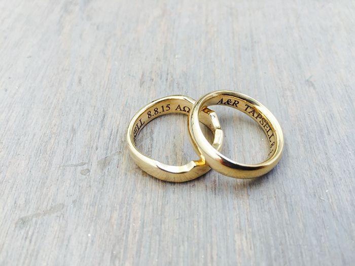 Nhẫn cưới khắc tên tượng trưng cho sự gắn kết, hoà hợp với nhau