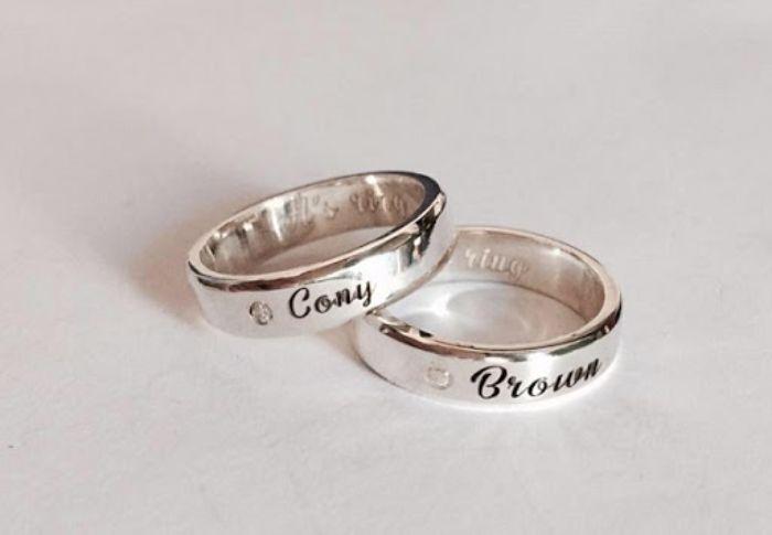 Nhẫn cưới khắc tên cô dâu chú rể