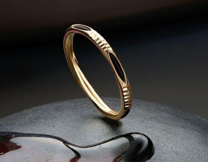 Nhẫn cưới lông voi vàng trắng đính đá