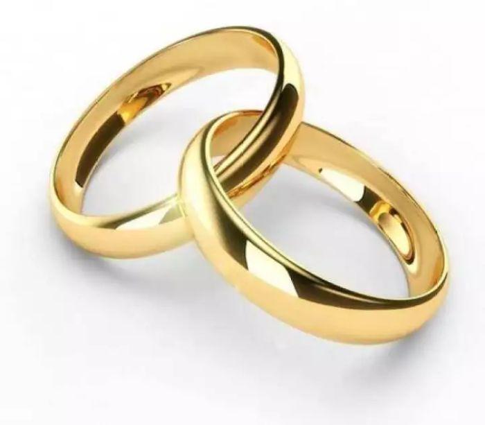 Nhẫn cưới trơn được đánh giá là mẫu nhẫn cưới đơn giản nhưng không kém phần tinh tế và đẳng cấp